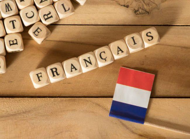 Flagge von Frankreich und das Wort Französisch
